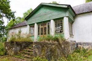 Oglądając upadający w ruinę dworek w Poszawszech trudno się domyśleć, że w 1851 r. urodził się tu Stanisław Witkiewicz, polski malarz, architekt, pisarz i teoretyk sztuki Fot. Marian Paluszkiewicz
