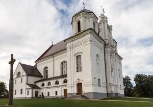 """Barokowa świątynia w Krożach stała się w 1893 r. miejscem walki miejscowej ludności w duchu """"Za naszą i waszą wolność"""" Fot. Marian Paluszkiewicz"""