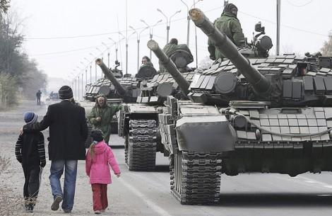 Rozpoczęła się realizacja drugiego etapu wycofywania czołgów Fot. EPA-ELTA