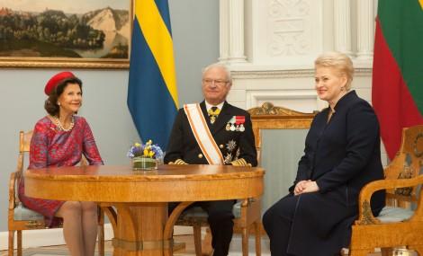 Prezydent Dalia Grybauskaitė w Pałacu Prezydenckim spotkała się wczoraj z królem Szwecji Karolem XVI Gustawem i królową Sylwią Fot. ELTA