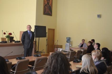 """wice dyrektor administracji samorządu rejonu wileńskiego Robert Komarowski życzył wszystkim wytrwałości w ich potrzebnej, aczkolwiek """"smutnej pracy"""""""