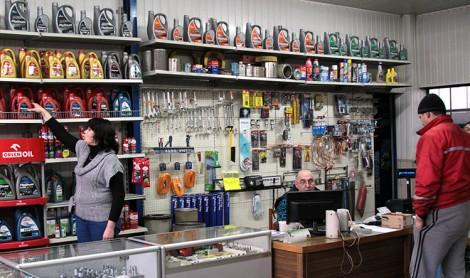 Sklepy w warsztatach Klionu mają szeroką ofertę części zamiennych i dodatków motoryzacyjnych Fot. Marian Paluszkiewicz