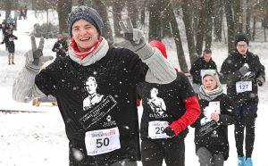 Biegacze zmagali się nie tylko z miejscami oblodzoną trasą, ale również z padającym śniegiem Fot. Marian Paluszkiewicz