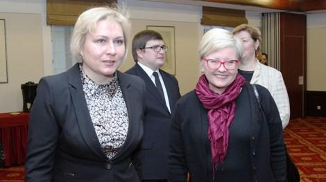 Dyrektorka Departamentu Mniejszości Narodowych Vida Montvydaitė i Anne-Ly Reimaa, wiceminister kultury Estonii Fot. Marian Paluszkiewicz