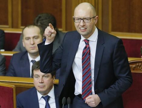 Po odrzuceniu sprawozdania rządu deputowani głosowali więc nad wnioskiem o wotum nieufności dla Jaceniuka i ku powszechnemu zdumieniu nie uchwalili go Fot. EPA-ELTA