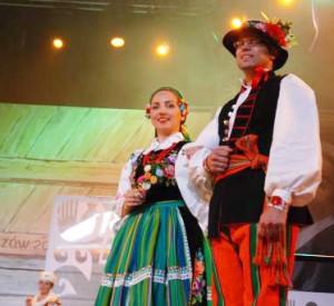 Na Światowym Festiwalu Polonijnych Zespołów Folklorystycznych w Rzeszowie — już jako para małżeńska