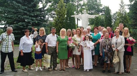 Rodzinne spotkanie z okazji I Komunii św. wnuczki Patrycji Milun w Kościele Wniebowstąpienia Pańskiego w Ejszyszkach  Fot. archiwum rodzinne