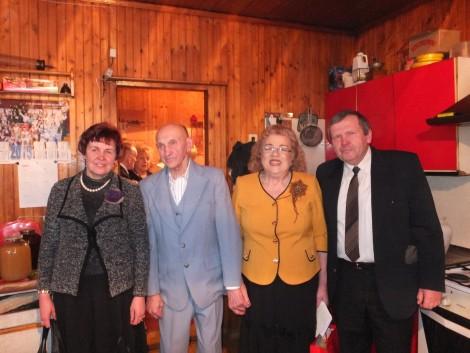 Pozdrowić jubilatów przybyli także przedstawiciele oddziału ZPL w Wędziagole: prezes Ryszard Jankowski oraz aktywna uczestniczka oddziału Zofia Pylipienė Fot. z albumu rodzinnego