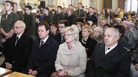 Polska społeczność licznie się zgromadziła na Mszy św. w intencji ofiar obu wielkich polskich tragedii Fot. Marian Paluszkiewicz