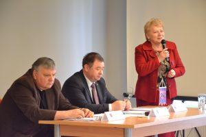 Mer Samorządu Rejonu Wileńskiego Maria Rekść po powitaniu zebranych zaproponowała, aby wysłuchać referatu o historii miasteczka Mejszagoła i dworu Houvaltów