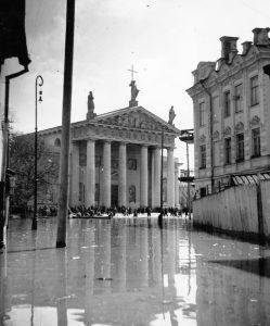 Widok na Katedrę Wileńską z ul. Mostowej Fot.  archiwum