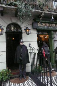 Fani kryminałów już od ponad 20 lat odwiedzają muzeum przy Baker Street 221B Fot. Justyna Giedrojć