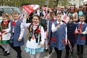 W pochodzie liczny udział wzięli uczniowie szkół polskich Fot. Marian Paluszkiewicz