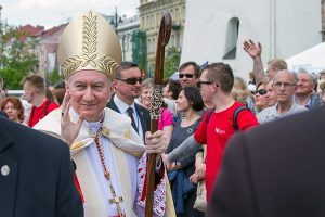 Słowo powitalne przekazuje zebranym kardynał Pietro Parolin Fot. Marian Paluszkiewicz