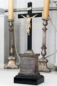 Pamiątkowy krzyż od papieża Leona XIII ofiarowany kościołowi przez żonę Ołsufjewa Fot. Marian Paluszkiewicz