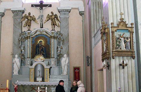 Ołtarz główny kościoła pw. św. św. Jakuba i Filipa w Hanuszyszkach Fot. Marian Paluszkiewicz