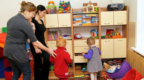 Po raz pierwszy od 2008 roku w rządzie mówi się o przywróceniu przedkryzysowych świadczeń na dzieci i zwiększeniu zasiłków dla rodzin wychowujących dzieci Fot. Marian Paluszkiewicz