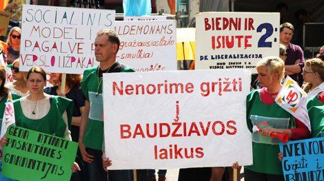 Uczestnicy wiecu nie zgadzają się z liberalizacją Kodeksu Pracy Fot. Marian Paluszkiewicz