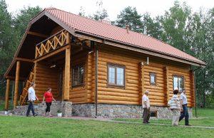 Zagroda Jana Maliuka to cały kompleks domków, łaźni, altanek — wszystkiego, co potrzeba do dobrego wypoczynku Fot. Marian Paluszkiewicz