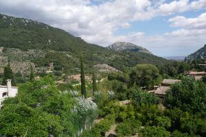 Z celi klasztornej wchodzi się do ogródka, z którego roztacza się piękny widok na okolicę Fot. Justyna Giedrojć