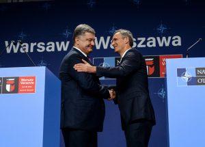 Prezydent Ukrainy Petro Poroszenko od sekretarza generalnego NATO, Jens'a Stoltenberg'a otrzymał potwierdzenie stałego wsparcia ze strony Sojuszu    Fot. ELTA