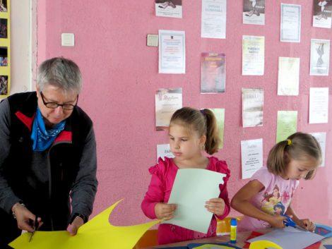 Dobrym duchem Letniej Szkoły Artystycznej w Solecznikach jest artystka z Gdańska, malarka Anna Szpadzińska-Koss Fot. Anna Pieszko