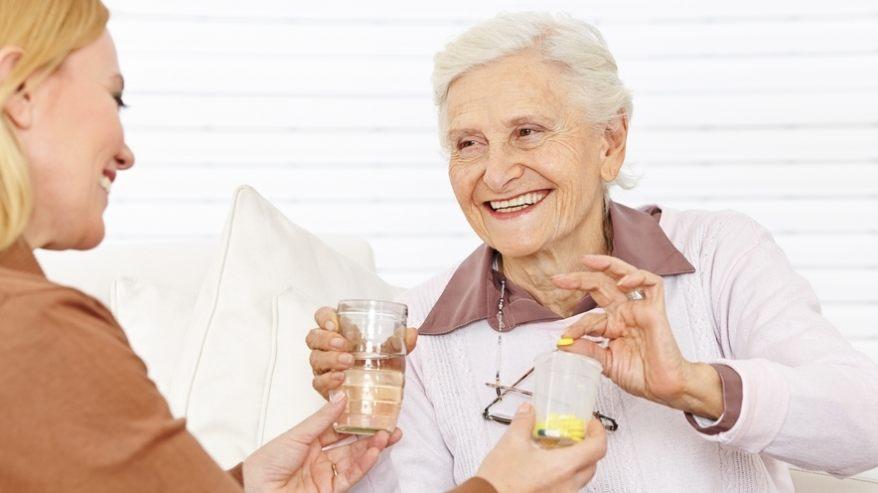 Seniorzy, którzy ukończyli 75 lat, będą mogli już za tydzień kupić bezpłatne leki Fot. archiwum