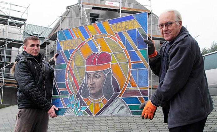 Ks. Tadeusz Żurawski od lat prowadzi w Łodzi pracownię witraży, gdzie powstały m. in. witraże do kościoła pw. św. Jana Bosko w Wilnie Fot. Marian Paluszkiewicz