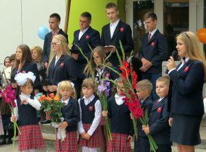 Uczniowie Szkoły Podstawowej w Kiwiszkach rozpoczęli nowy rok szkolnych w gruntownie wyremontowanym budynku Fot. Lilija Kochańska