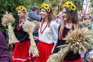 Święto Plonów rozpoczął tradycyjny korowód Fot. Marian Paluszkiewicz