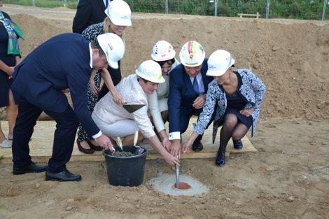 Symboliczne wmurowanie kamienia węgielnego pod budowę Centrum Pomocy Onkologii Dziecięcej