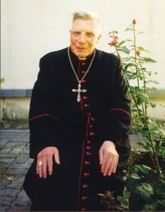 Bp Vincentas Sladkevičius przebywał wówczas na zesłaniu we wsi Nemunėlio Radviliškis na północy Litwy