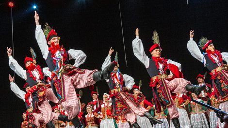 """Jeżeli chodzi o folklor, to mamy absolutny renesans. Sale podczas naszych koncertów są zawsze wypełnione po brzegi, niezależnie od tego, czy koncertujemy w Polsce, czy poza jej granicami — zauważa dyrektor zespołu """"Śląsk"""" Zbigniew Cierniak Fot. Marian Paluszkiewicz"""