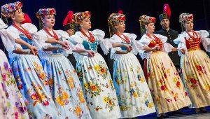 """Zabrzmiały również (z niemałym udziałem widowni) znane pieśni jak """"Karolinka"""" czy """"Szła dzieweczka"""" Fot. Marian Paluszkiewicz"""