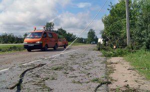 Jeśli podczas burzy jedziemy autem, najlepiej jest zatrzymać się na poboczu Fot. Marian Paluszkiewicz