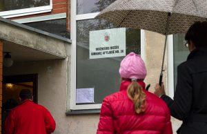 Deszczowa pogoda nie wystraszyła wyborców w Rzeszy Fot. Marian Paluszkiewicz