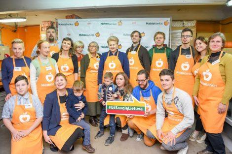 Prezydent Dalia Grybauskaitė wraz z przedstawicielami Banku Żywności zainicjowała 22. akcję zbierania długoterminowych artykułów spożywczych, które następnie zostaną rozdane dla osób ubogich Fot. president.lt