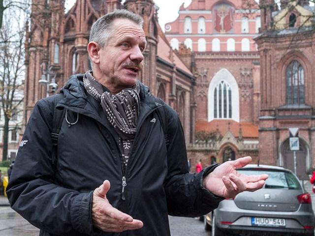 Od wielu lat prof. Janusz Smaza współpracuje ze Społecznym Komitetem Opieki nad Starą Rossą Fot. Marian Paluszkiewicz