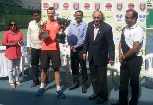 W ubiegłym roku Robert wygrał turniej tenisowy do lat 18 w Indiach Fot. archiwum Roberta Wrzesińskiego