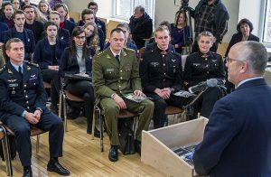 W szkole odbyła się również lekcja-dyskusja dotycząca bezpieczeństwa Fot. Marian Paluszkiewicz