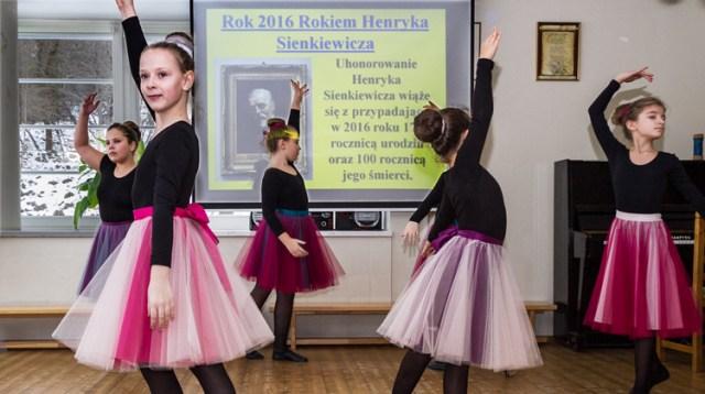 Uczniowie Wileńskiej Szkoły Podstawowej na Lipówce zaprezentowali urozmaicony program artystyczny Fot. Marian Paluszkiewicz