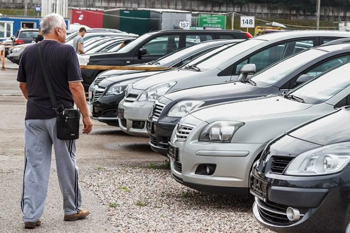Rekordowy spadek na rynku aut używanych i nowych