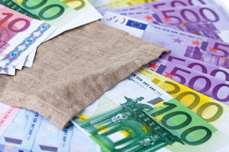 Banknoty w wysokości stu, dwustu i pięćset euro