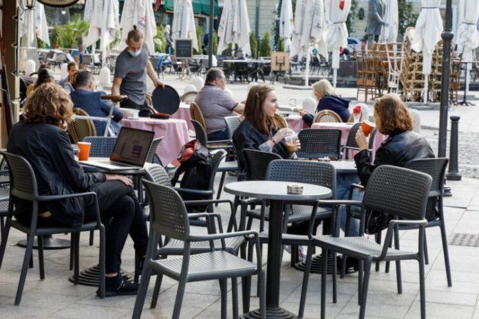 Łotwa: powrót do normalnego życia dopiero za pół roku