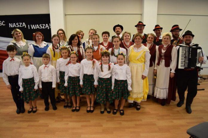 Mieszkańcy rejonu wileńskiego podczas uroczystości organizowanych w Domu Wspólnoty w Rukojniach