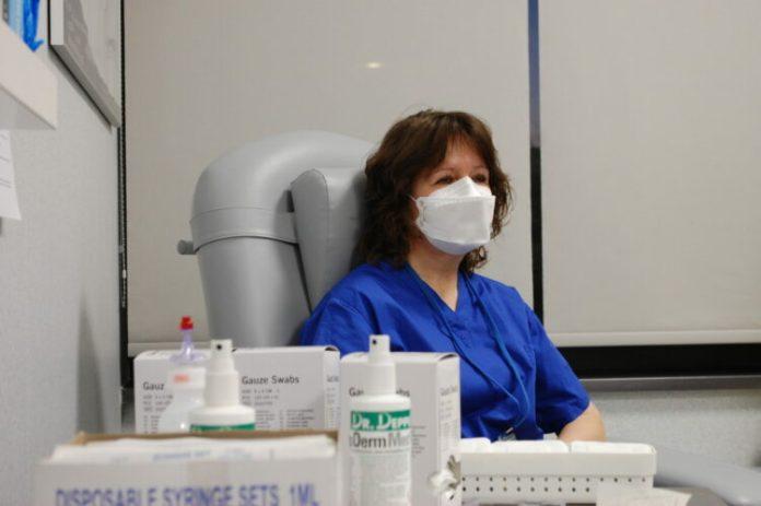Wciąż wysoka liczba zachorowań. 2331 nowych przypadków koronawirusa