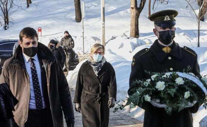 Przedstawiciele władz Litwy złożyli wieńce przy grobie Basanavičiusa na Rossie