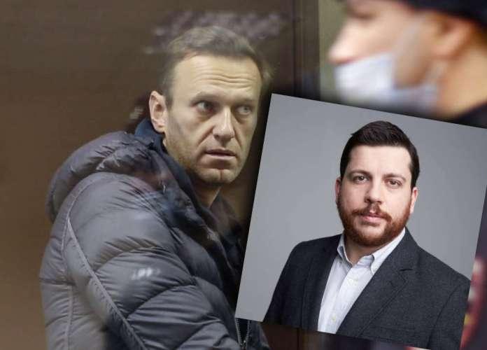 Leonid Wołkow na tle Aleksieja Nawalnego