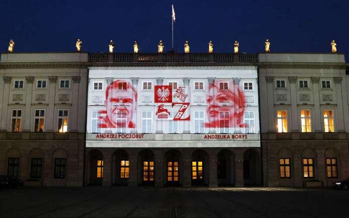 Na Pałacu Prezydenckim znak solidarności z aresztowanymi Polakami na Białorusi