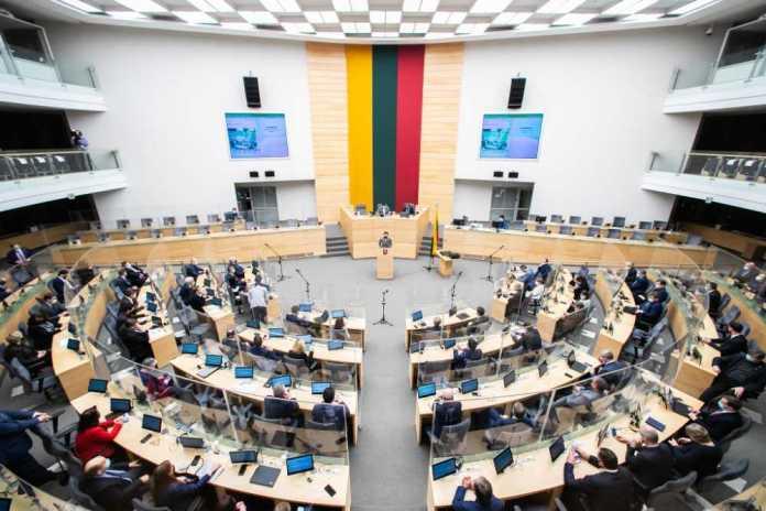 Przedstawiono projekt zmiany Konstytucji — o zmniejszeniu cenzusu wieku do Sejmu